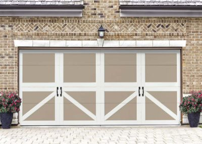 Chariot Court Nova Closed Square Design with Canterbury Handles, in Sandtone/White